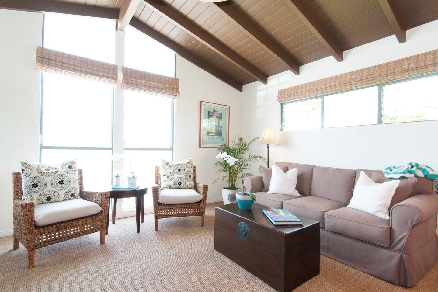 Charming apt with private beach vacation rental in