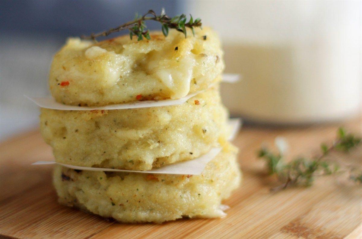 Grieß mal anders: Käse-Grießtaler mit Champignons