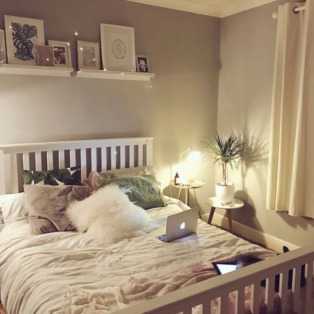 35 Awesome Romantic Bedroom With Fairy Light