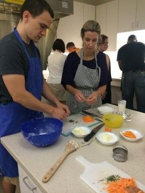 Need to clean up your cooking skills? This deal is for you! Get 50% off an in-home, private knife skills class taught by a professional chef! http://www.gocharlestondeals.com/de…/charleston/jlo-kitchens