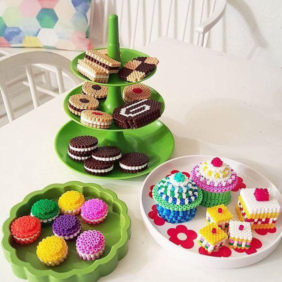 Miam miam des cupcakes en perles à repasser !                                                                                                                                                                                 Plus
