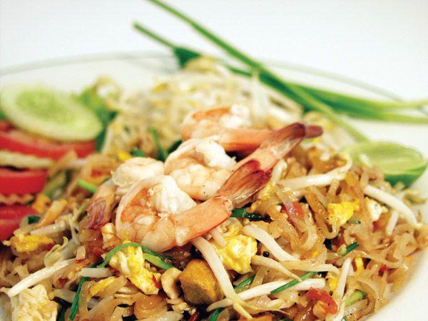 Pad Thai Gung (Fried Noodles with Prawns)