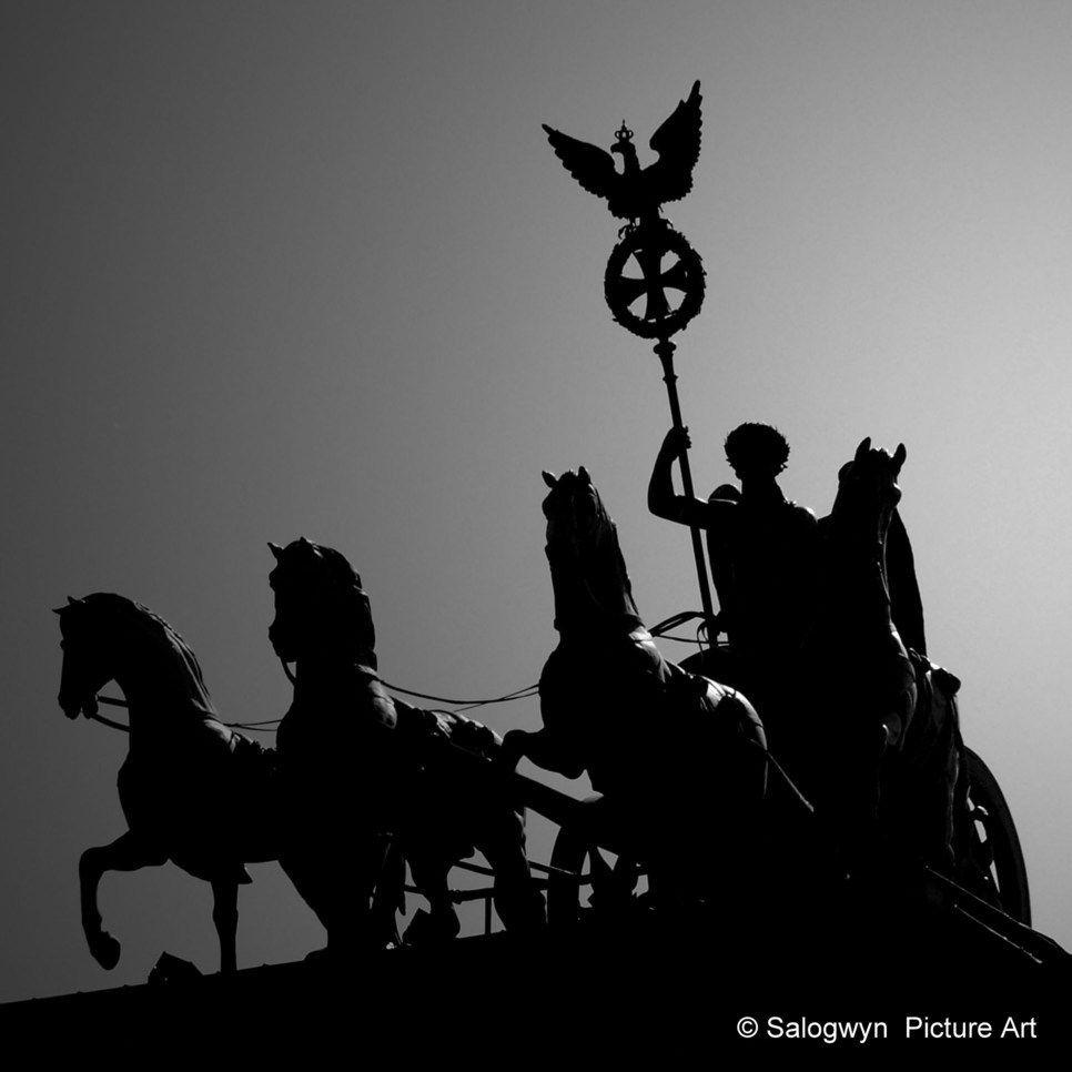 Backlight Shot Of Statue Quadriga On Top Of Brandenburger Tor Berlin Quadriga Was Created After Design Of Johann Gottfried Schado In 2020 Photo Art City Pictures Art