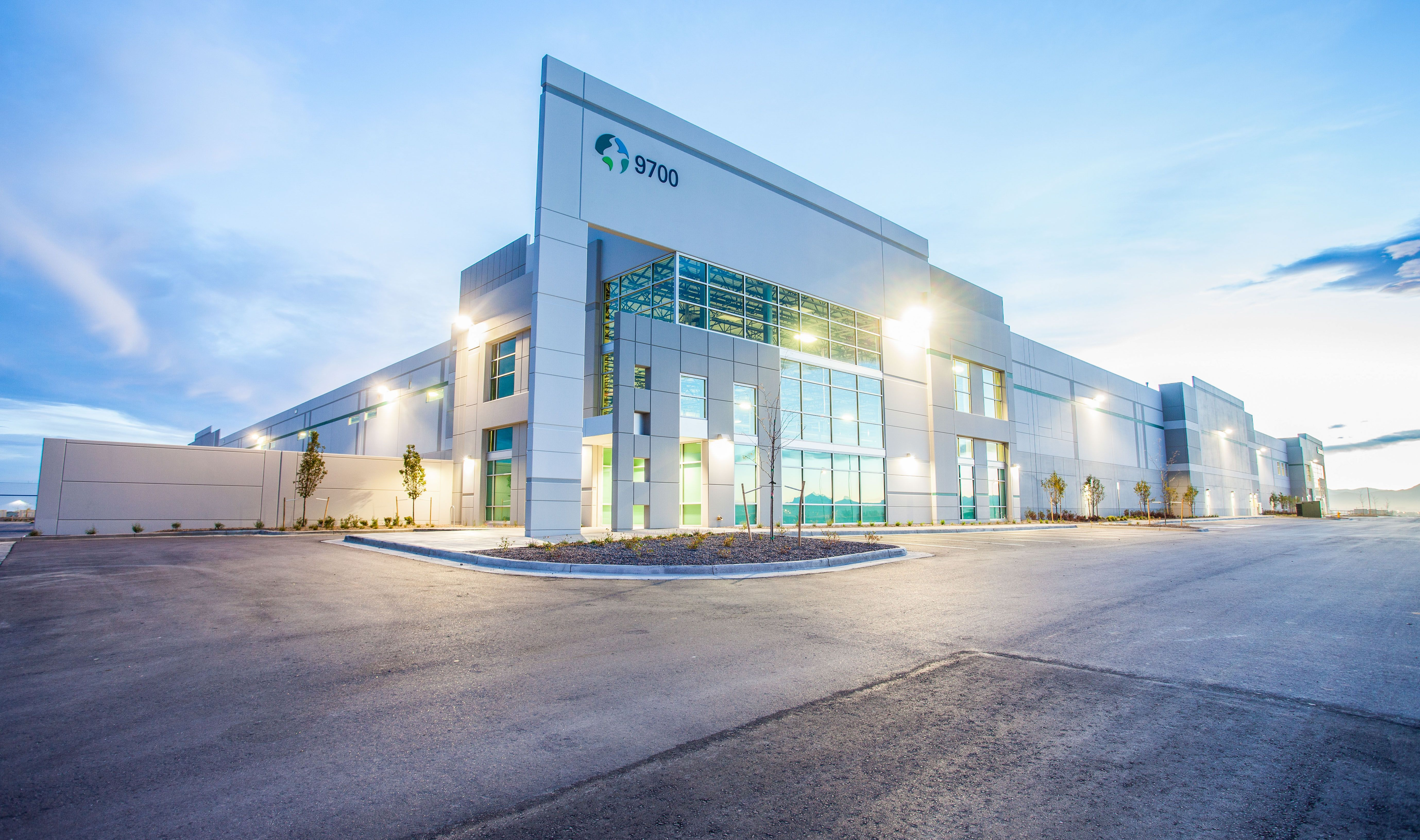 Prologis stapleton business center building 1 an for Industrial design company
