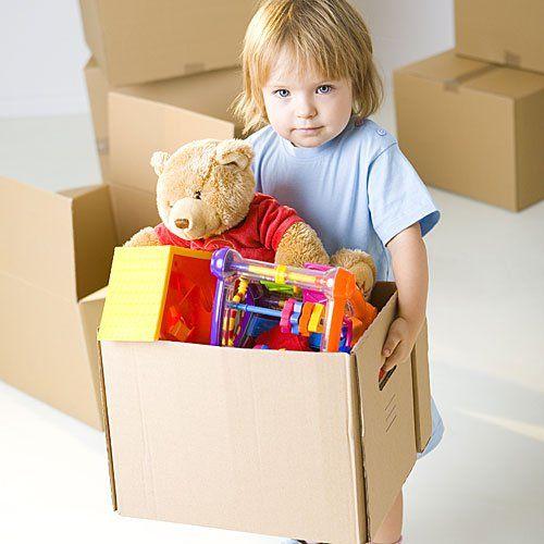 Esta caja de cartón animada me recuerda que podemos reciclarlas y crear diversos objetos para que los niños jueguen como por ejemplo hacer un castillo, un avión etc