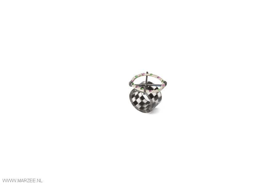 Ulrich Reithofer - Harlequin Ring - Ellipse, 2012 - ring, obsidian, rock crystal, synthetic ruby, emerald, silver, niello - 25 x 30 x 15 mm