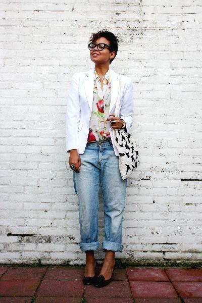 Floral shirt + boyfriend jeans + white blazer.