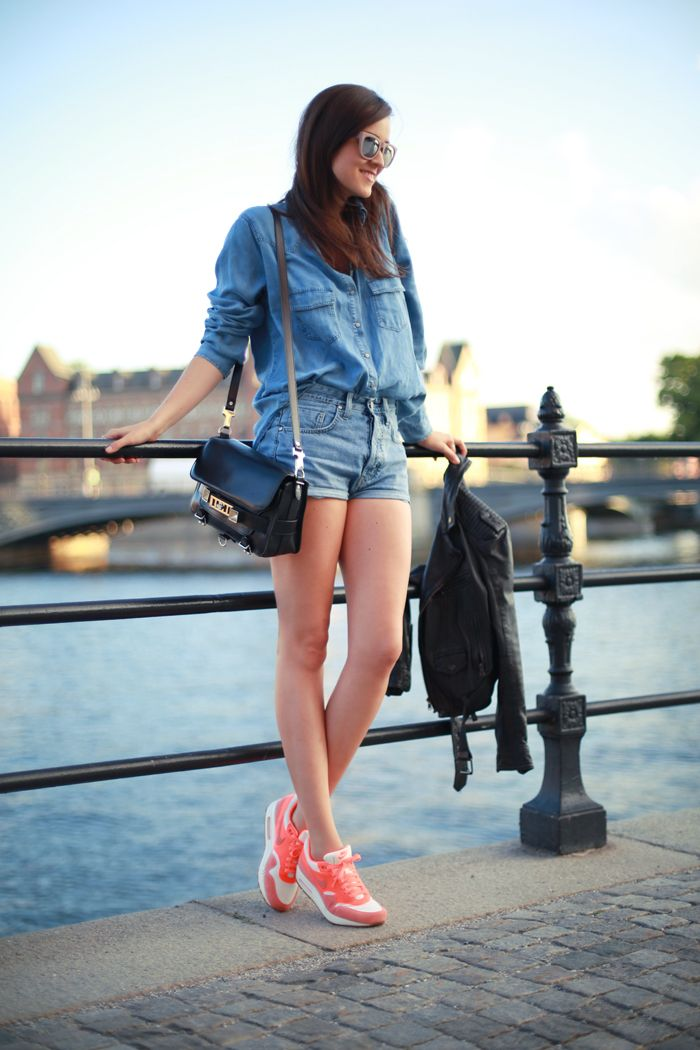 6 Girls Wearing Nike Shoes | Outlet Value Blog. Womens FashionFashion ...