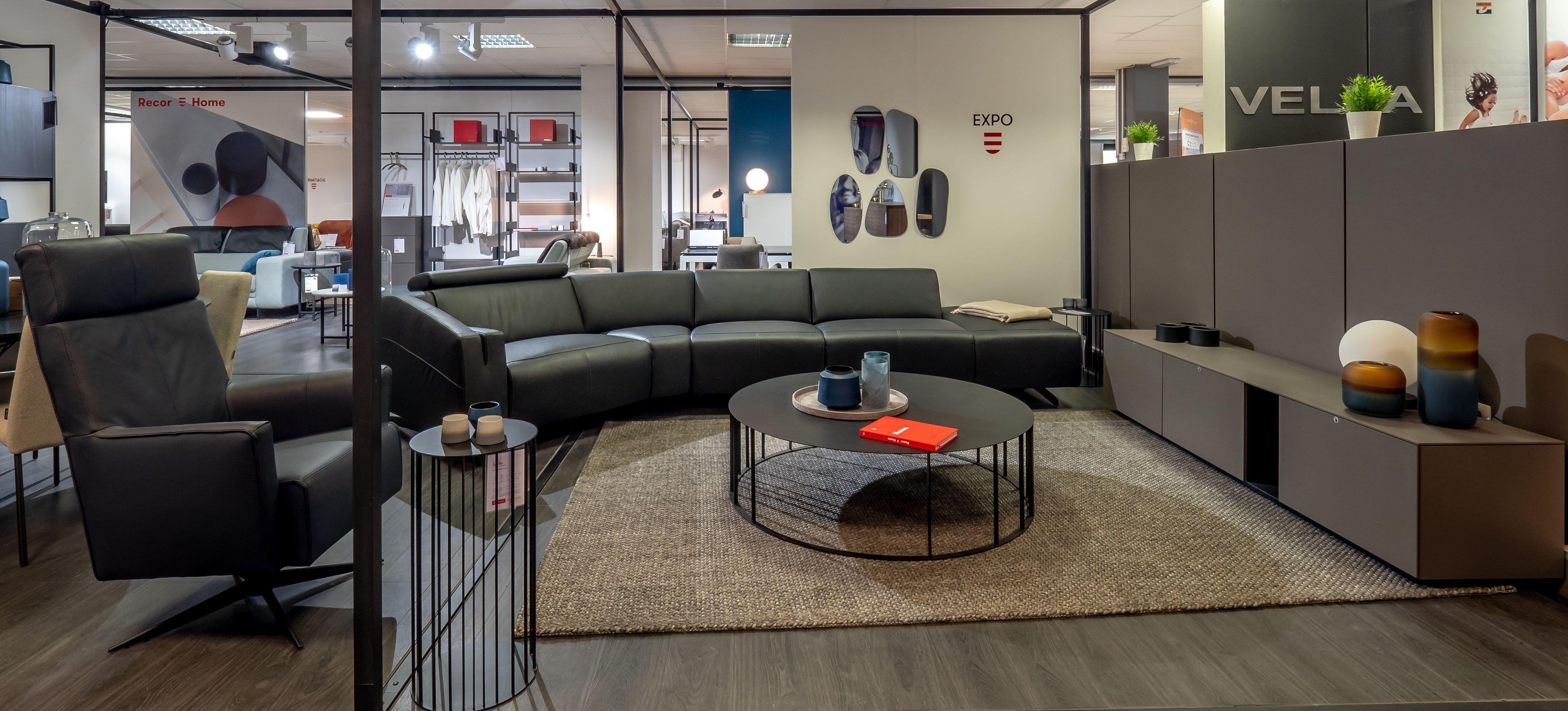 Amenagement D Un Salon Mobilier Recorhome Decoration Interieure Fauteuils En Cuir Table Basse Objets Decos