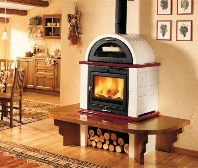 Elegante modello di stufa a legna con forno in cucina | Fireplace ...
