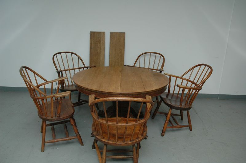 Antique Tiger Oak Pedestal Table With Carved Claw Feet 5 Captain Windsor Style Arm Chairs Not All Matching Measures No Leaves