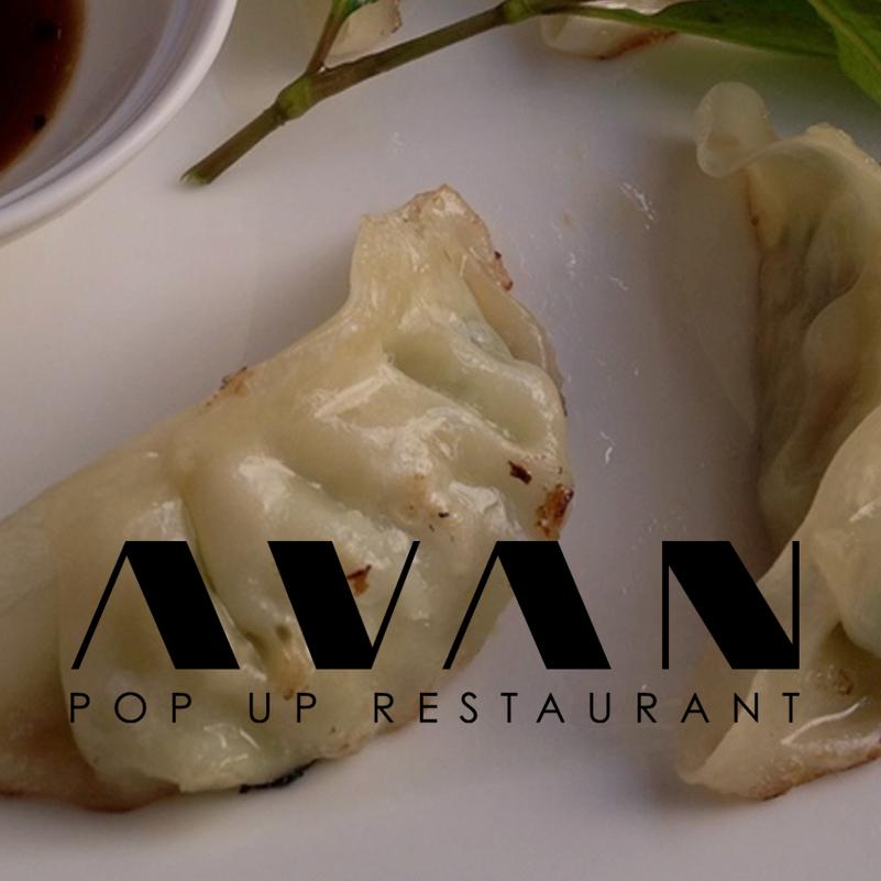 Wie in meinem Beitrag über Oukan 71 bereits erwähnt gibt es in den Räumen des Concept Stores auch ein neues kleines Restaurant. Avan heißt es und nennt sich selbst ein Pop Up Restaurant. Von 12 bis 18 Uhr werden hier ganz hervorragende asiatische Gerichte serviert, die sich für ein Lunch oder einen Imbiss am Nachmittag bestens eignen.