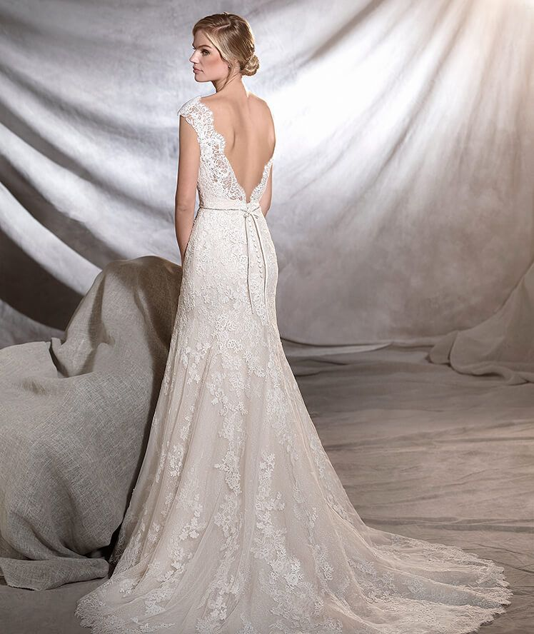 ORIA - Classic wedding dress fitted to the hips | Wedding dress ...