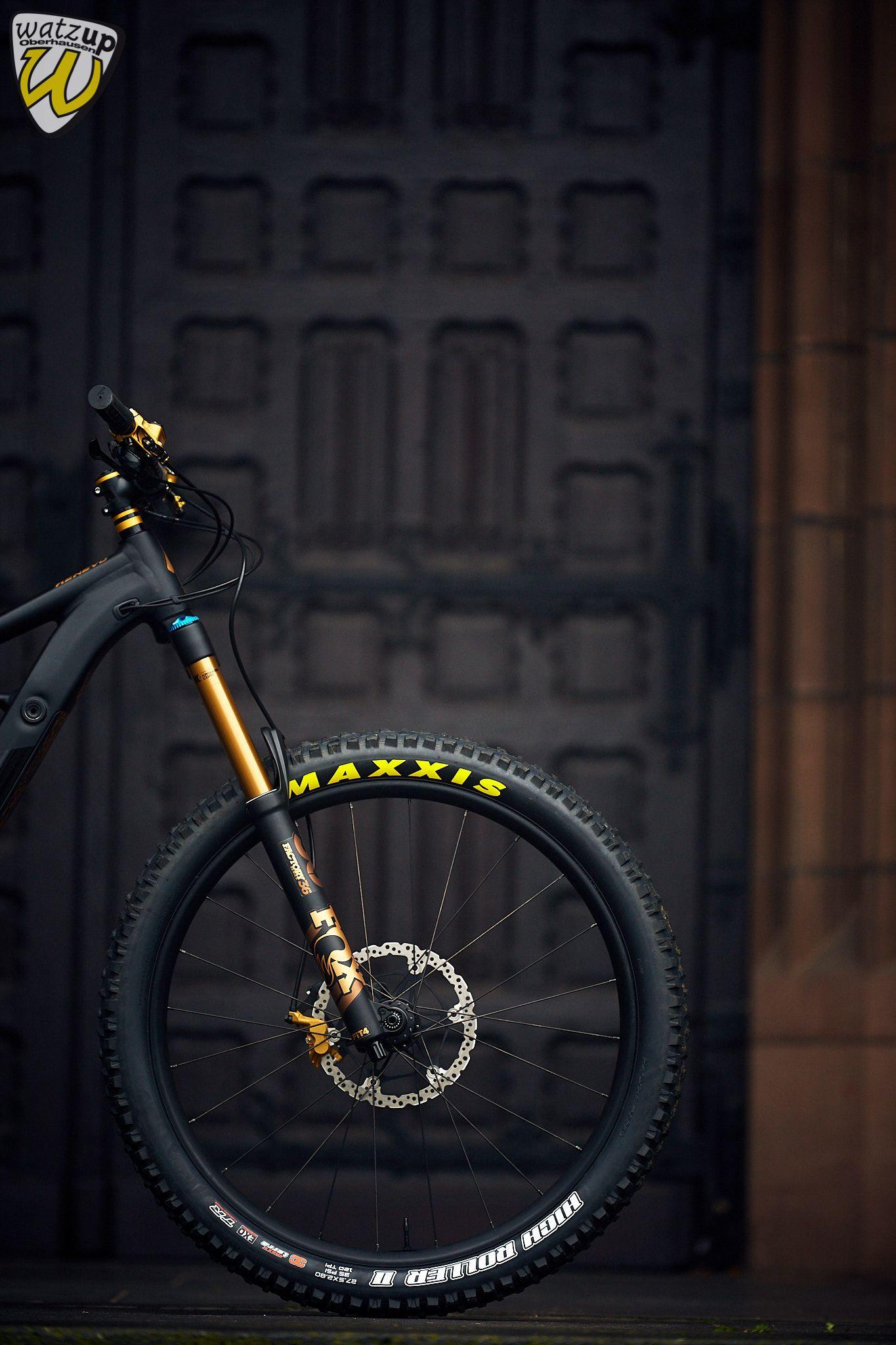 Pin De Duca En Specialized Kenevo Custom From Watzup Bike Bicicleta De Descenso Almacenamiento Para Bicicletas Bicicletas Enduro