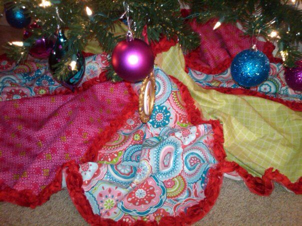 DIY Christmas tree skirt! I went to Hobby Lobby & purchased felt ...