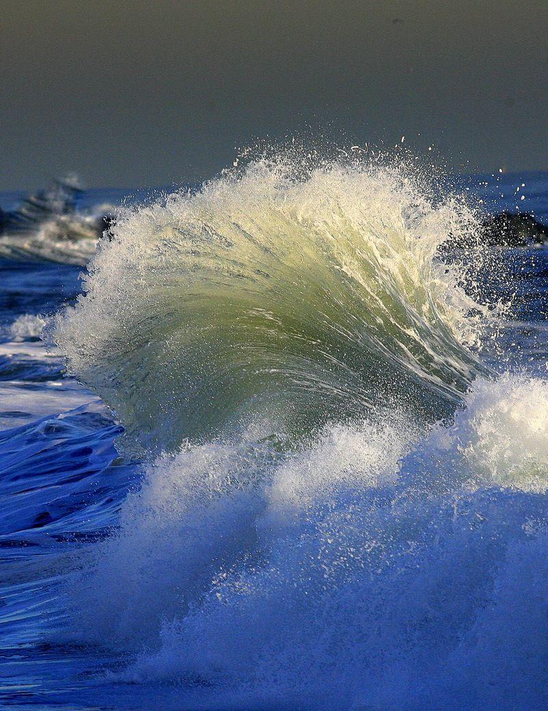 волны моря золотые фото брукс