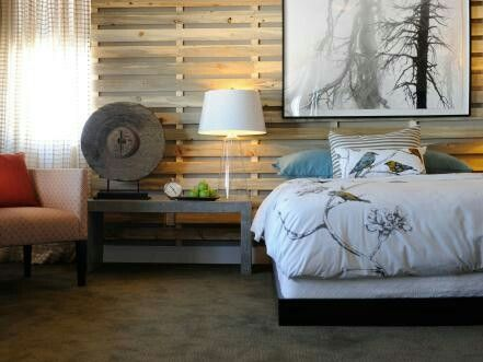 The pallets on the wall...nice.
