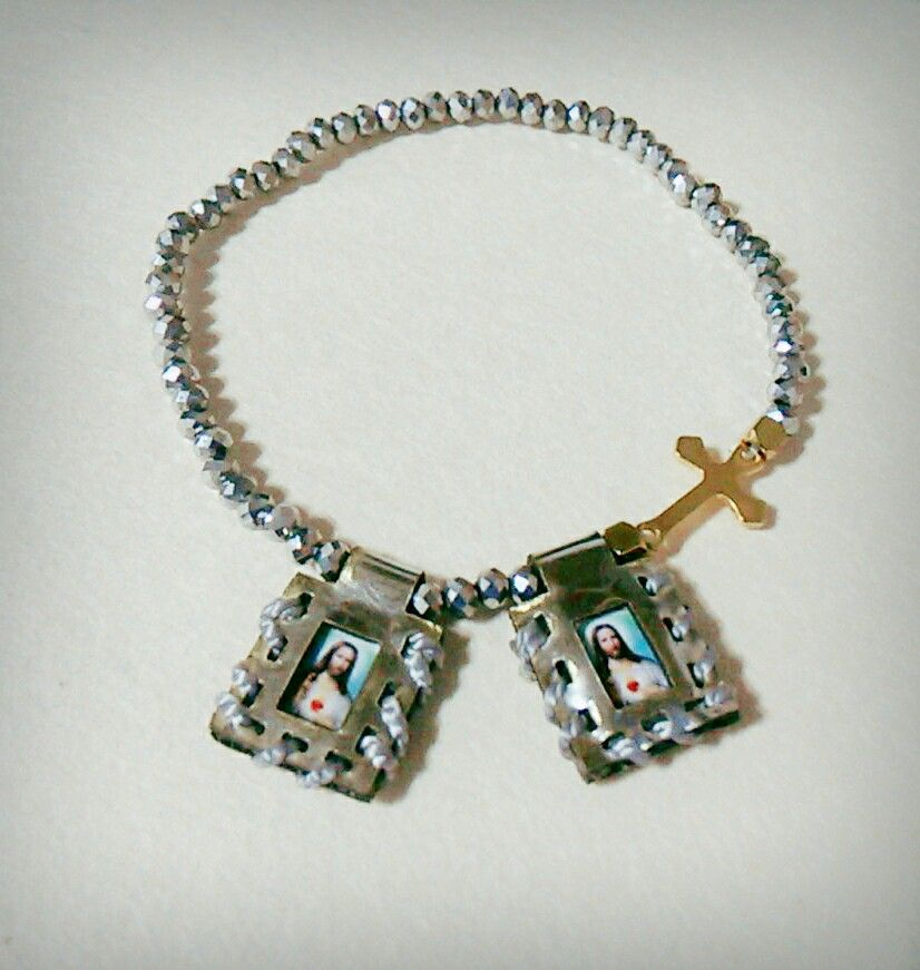 Escapulario Necklace: Pulsera #murano #escapulario