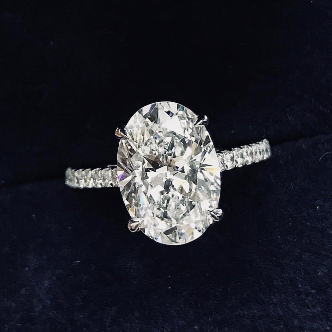 Stunning oval diamond engagement ring