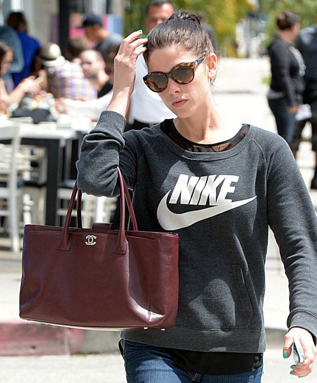 b935421e26774d Celebs and Their Favorite Chanel Bags | Celebrities Street Style ...