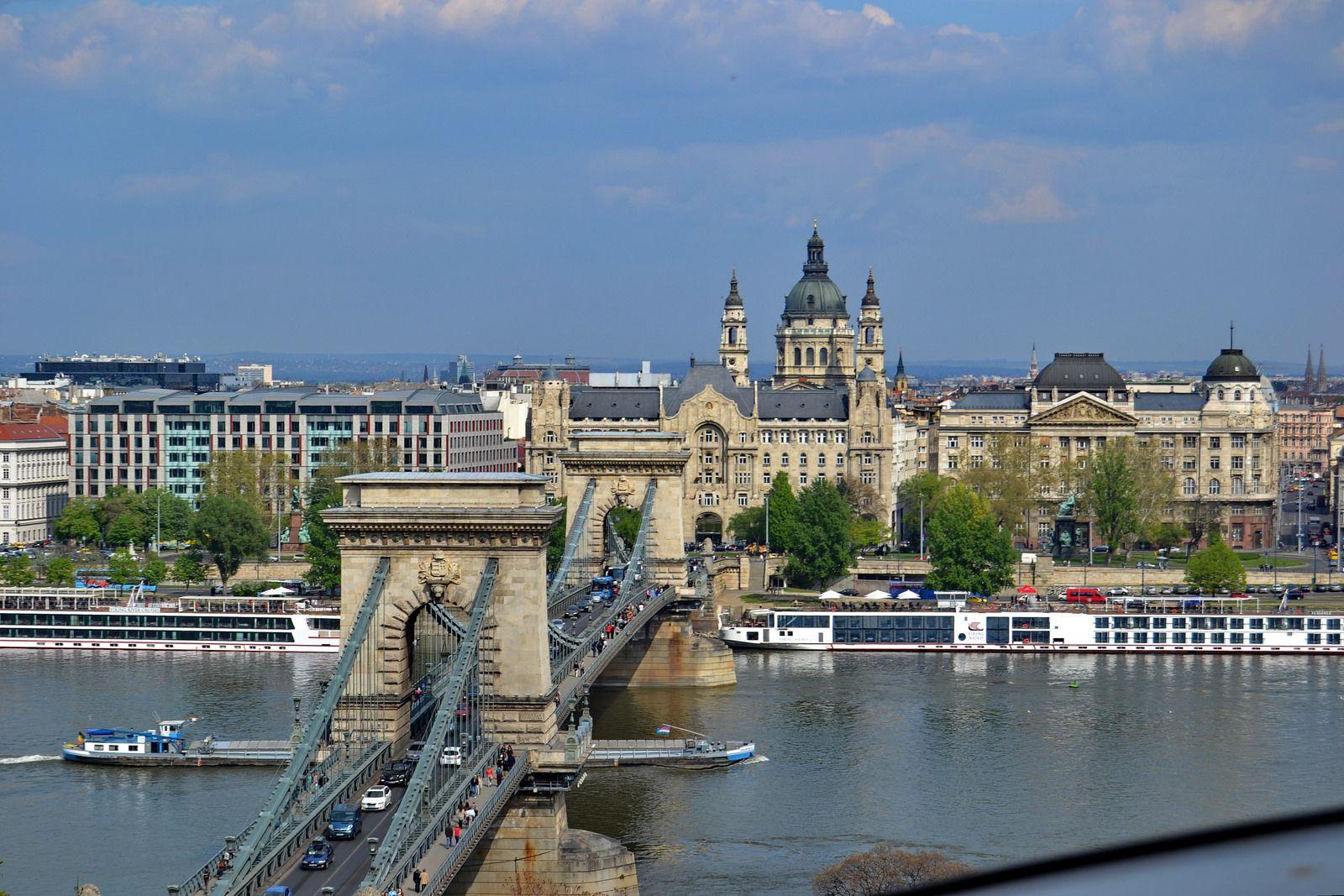 Puente De Las Cadenas Budapest Hungria Tower Bridge Landmarks Tower