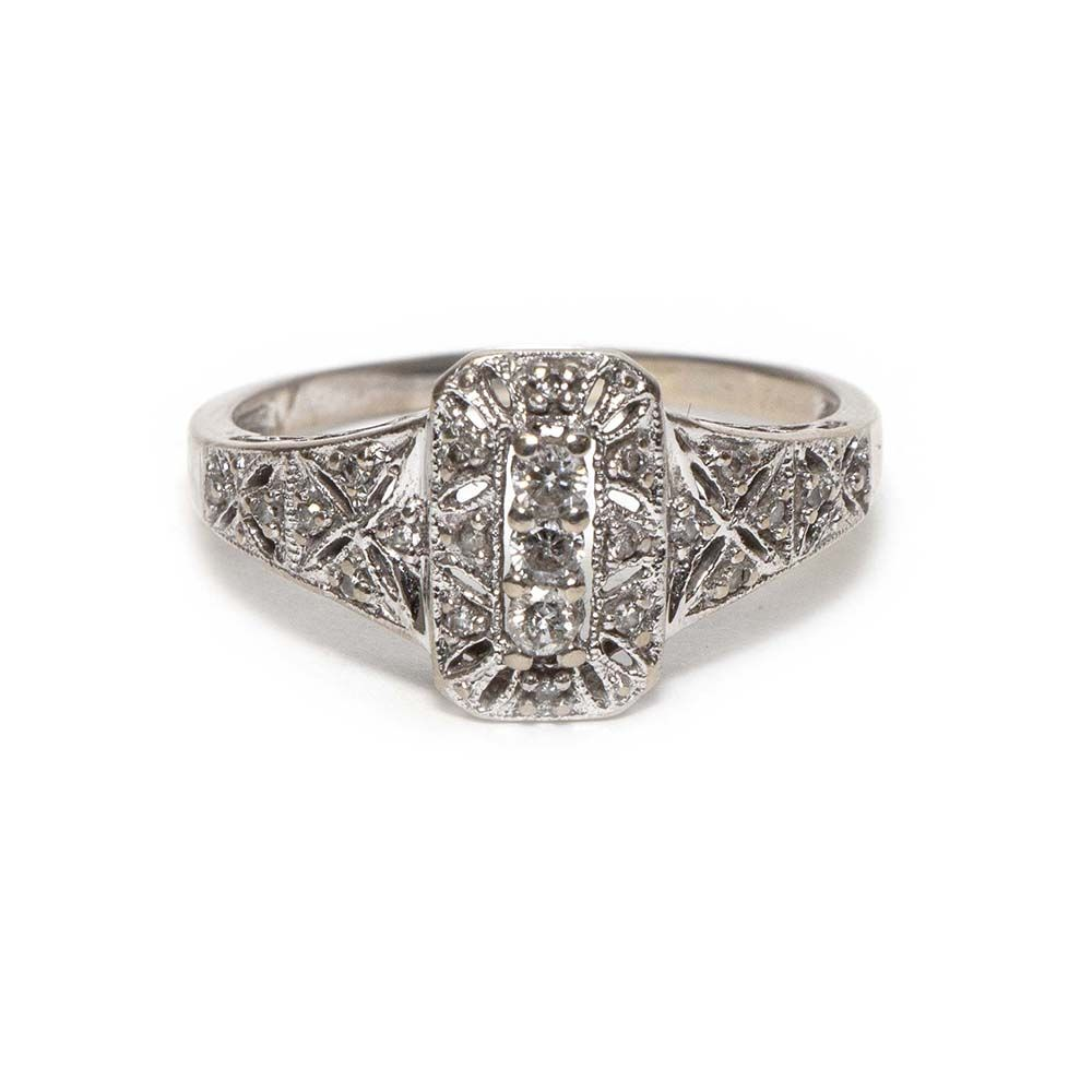 10 Karat White Gold Ring With A Wonderful Rectangular Setting And Stylized Floral Motifs Encrusted With Diamonds Filigree Gall Gold Set White Gold Rings Rings