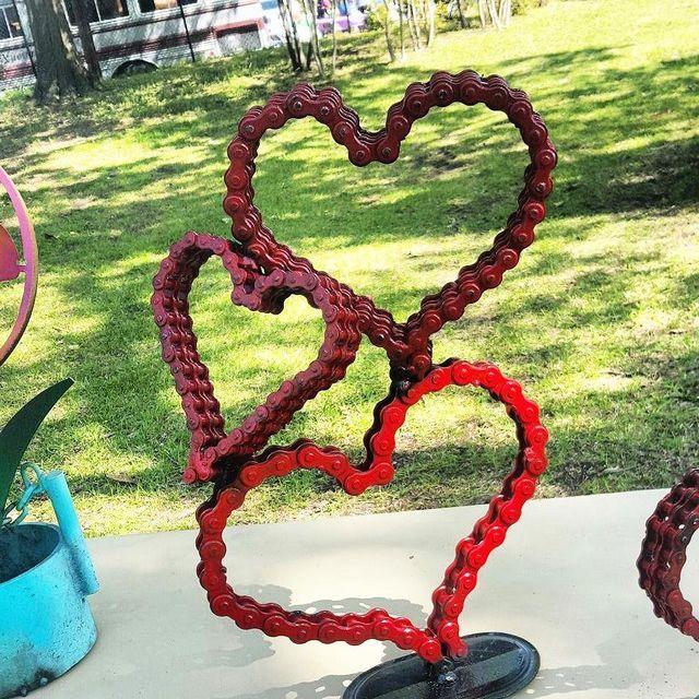 Outdoor Whimsical Metal Heart Garden Yard Sculpture