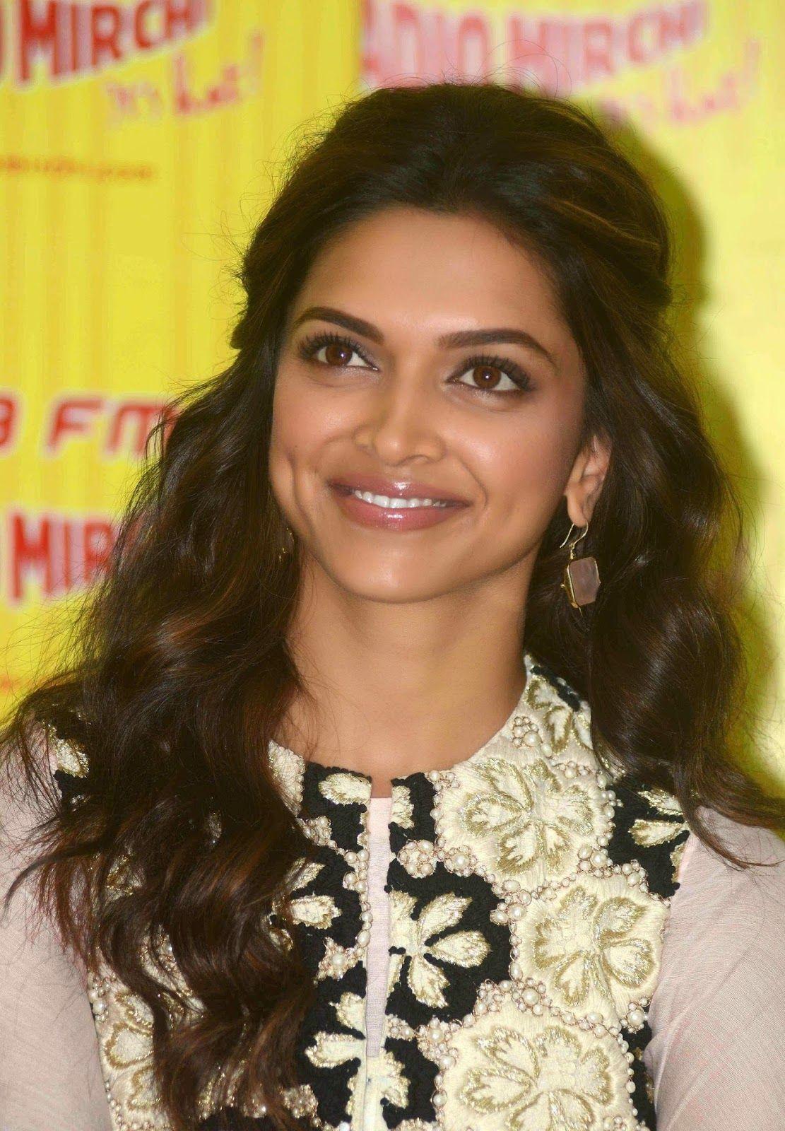 Deepika 4 Jpg 1111 215 1600 Bollywood Hairstyles Bridal