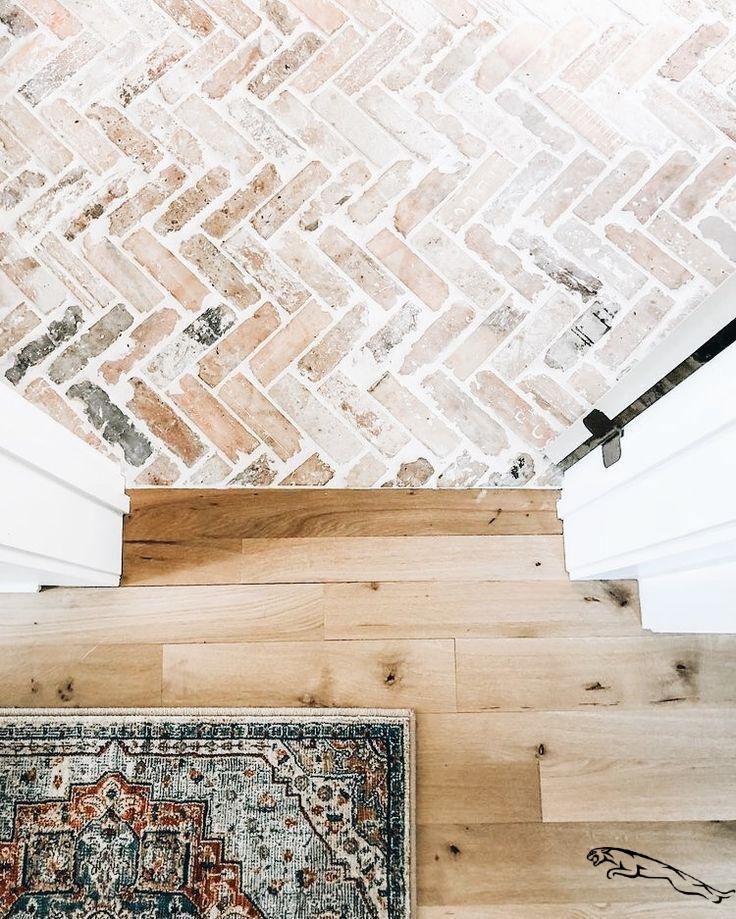 Gut Aufgelegt Aufgelegt Eingangsbereichhausinnen Gut In 2020 Brick Flooring French Home Decor Cheap Home Decor