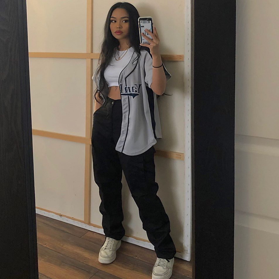 Baseball Tee Top Joggers Crop Top Sneakers Outfit Vintage Ootd Tomboy Style Outfits Streetwear Fashion Women Fashion Inspo Outfits