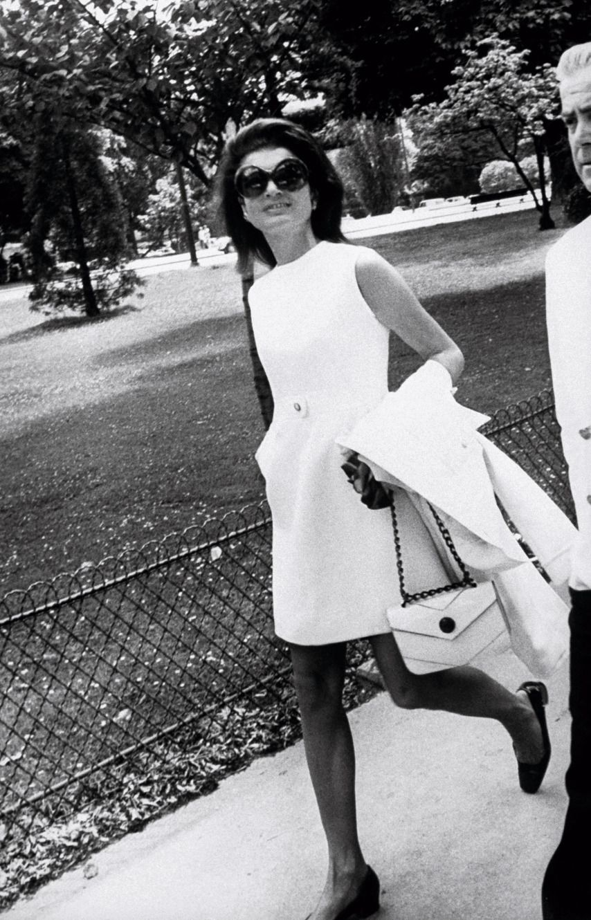 Nude photos of Jackie O that caused a global media storm