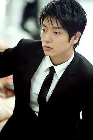 Lee Jun Ki Is Injured On The Set Of His New Drama - http://asianpin.com/lee-jun-ki-is-injured-on-the-set-of-his-new-drama/