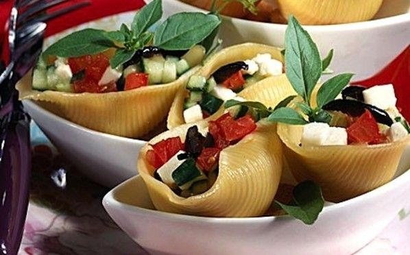 Conchiglioni ripieni di insalata greca