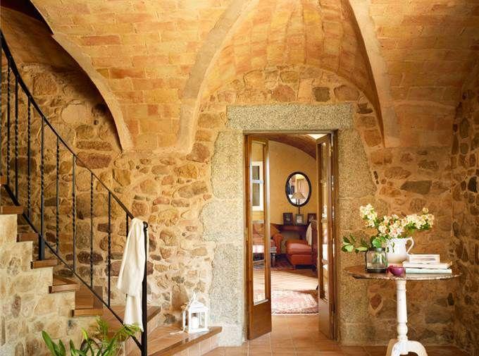 12 recibidores r sticos para entrar con buen pie for Escaleras interiores casas rusticas