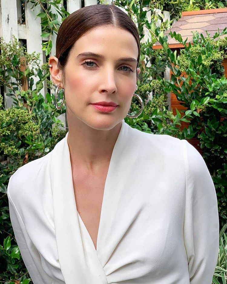 Pin By Kingrrw On Cobie Smulders In 2020 Cobie Smulders Actresses Celebrities