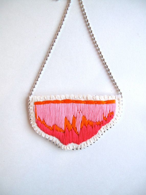 Abstract bib necklace hand embroidered in por AnAstridEndeavor