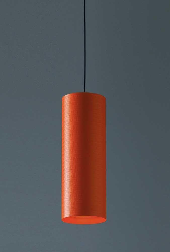 O que acha de usar uma luminária com uma cor mais forte