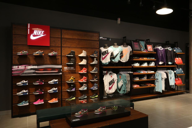 Lo Urbano Llega A Guadalajara En La Nueva Nike Store Diseño De Tienda Diseño De Tienda De Zapatos Decoracion Tienda De Ropa