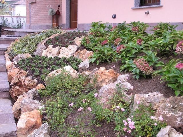 Entzuckend Steingarten Hang Stützmauer Bodendecker Bepflanzen Erde Fixieren. Steingarten  Hang Anlegen