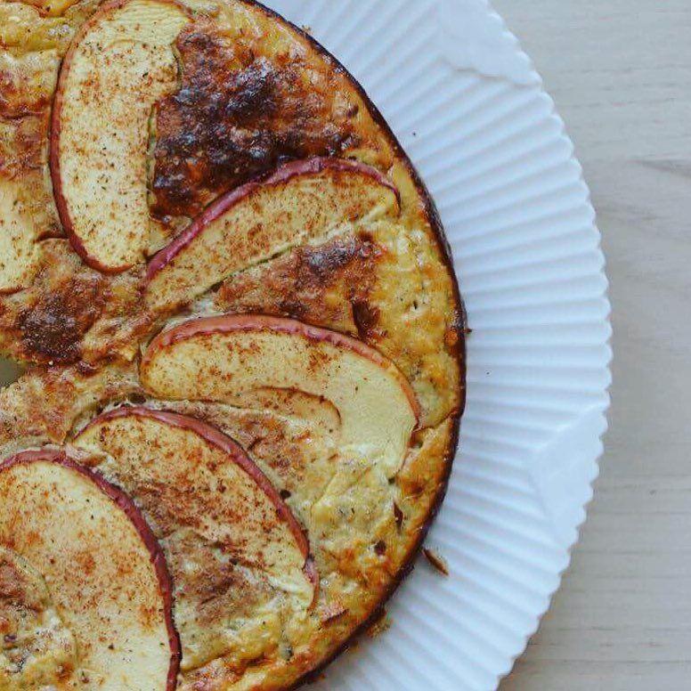 https://www.instagram.com/p/BPfcA-Jg8Sr/ Var det noget med en nem, lækker og sund æble/vanilje PROTEIN kage? 😍😋 . Du kan finde opskriften på bloggen LIGE NU (direkte link i bio) 👆