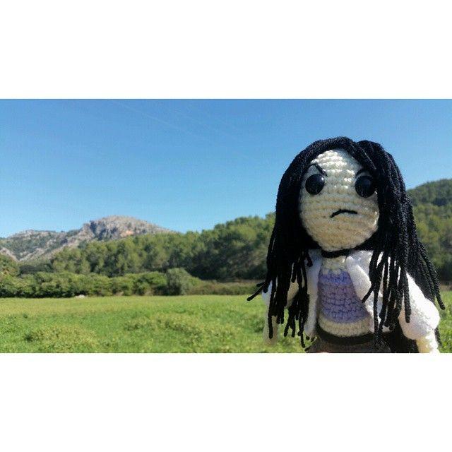 #Nono de #Paranimals en una visita fugaz a la #Serra de #Tramuntana en #Mallorca para una # investigación #Paranormal #igersspain #igersmallorca #misterio #terror #naturaleza #amigurumi