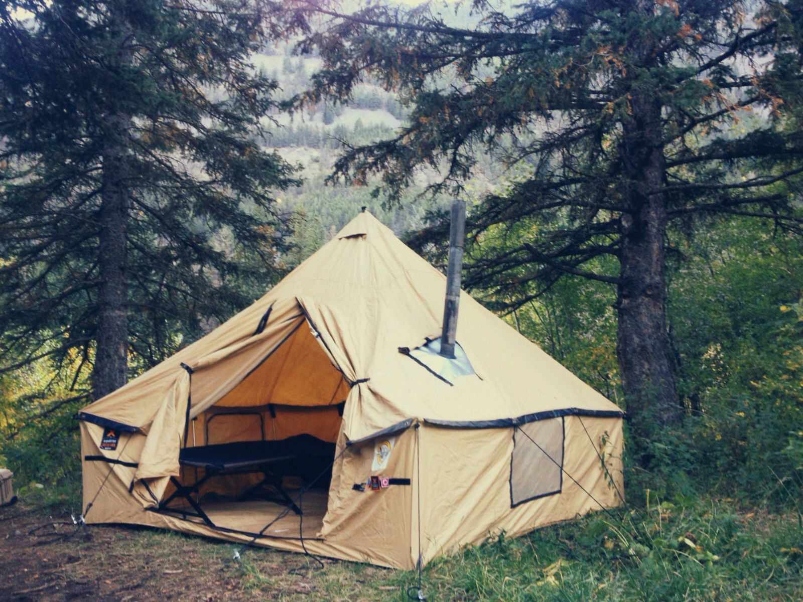When you love the outdoors you need a good tent! This is a Montana & When you love the outdoors you need a good tent! This is a ...
