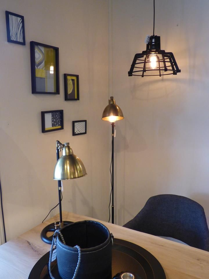 Iluminaci n showroom tienda interior l mparas - Lamparas para dormitorios ...