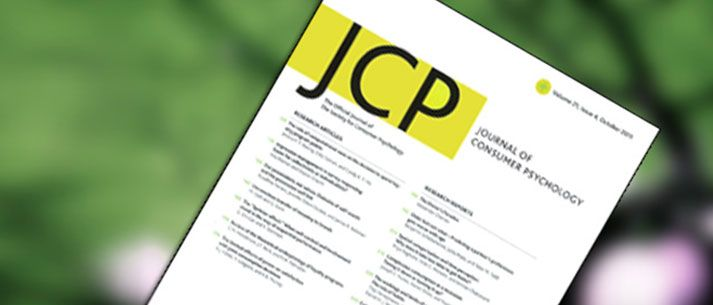 """El Dr. Flavio Alexander Marín, egresado de la clase 2013 del Doctorado en Ciencias Administrativas de EGADE Business School, el Dr. Martin Reimann y la Dra. Raquel Castaño, profesores del programa del Doctorado en Ciencias Administrativas de la escuela, recibieron la aceptación de la publicación de su artículo """"The Influence of Metaphors on Consumers' Creative Cognition: Direct, Moderating, and Mediating Effects"""" en el Journal of Consumer Psychology."""