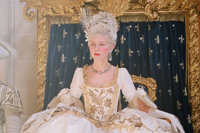Marie Antoinette Fashion - Friday Favorites - Petite Haus | Marie antoinette  costume, Marie antoinette movie, Antoinette dress