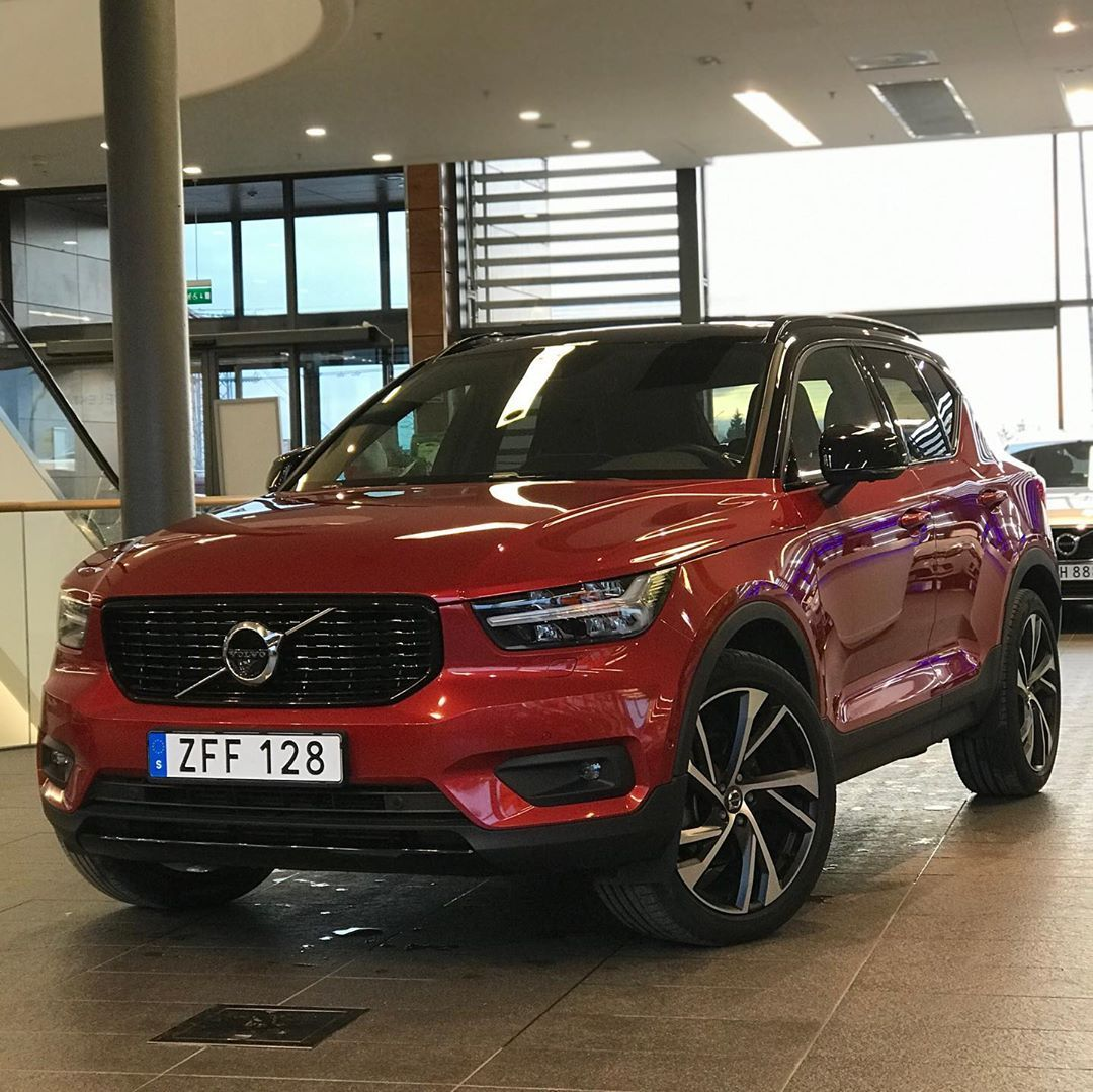 1 460 Vpodoban 4 Komentariv Volvoshots Volvoshots V Instagram 2020 Xc40 D4 Awd R Design Intro Edition In Fusion Red With 20 Wheels V In 2020 Volvo Awd Suv