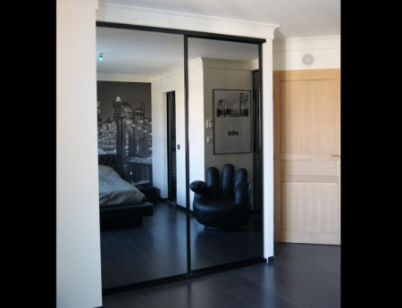 porte de placard miroir noire recherche google chambre. Black Bedroom Furniture Sets. Home Design Ideas