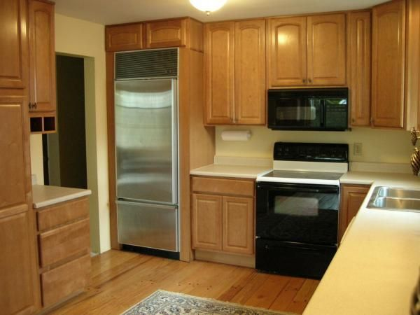 Maple kitchen cabinets like the cabinets up to ceiling for Prefinished kitchen cabinets