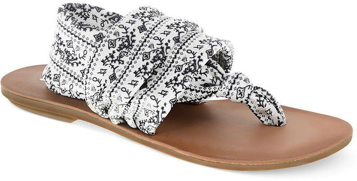 Pin for Later: Wählt eure neuen Schuhe aus: 50 preiswerte Sommerschuhe Chinese Laundry Printed Thong Sandale Chinese Laundry Beebop Thong Sandals ($45)