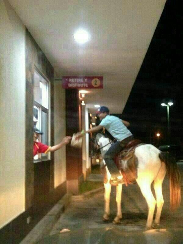 Mientras tanto , en McDonalds ...
